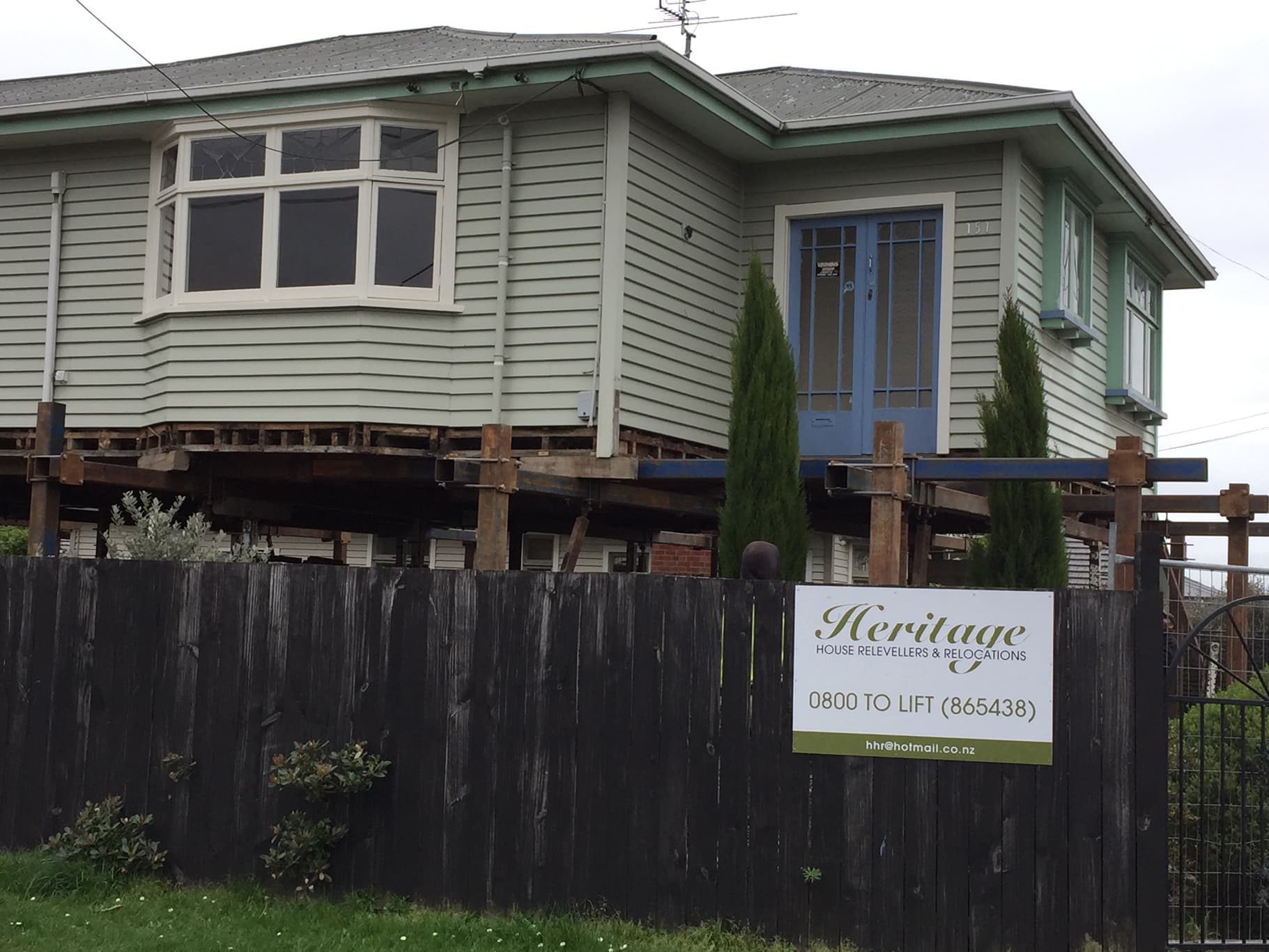 Christchurch house lifting service from Heritage House Relevellers